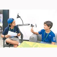 在青年記者課程中,學生將可學習新聞報道、進行採訪及廣播時所運用的技巧。