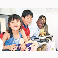 課程主要以英語授課,學生可從中學習英語。